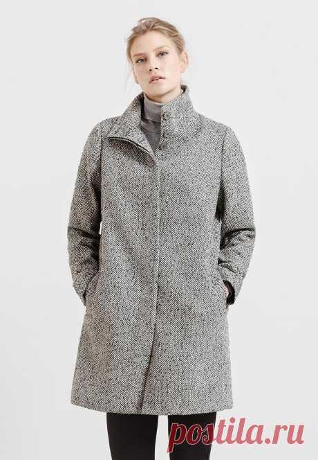 """Пальто размера """"плюс"""" с узором в елочку. Воротник-стойка. Два кармана. Подклад. 6999 руб. вместо 9999 руб."""