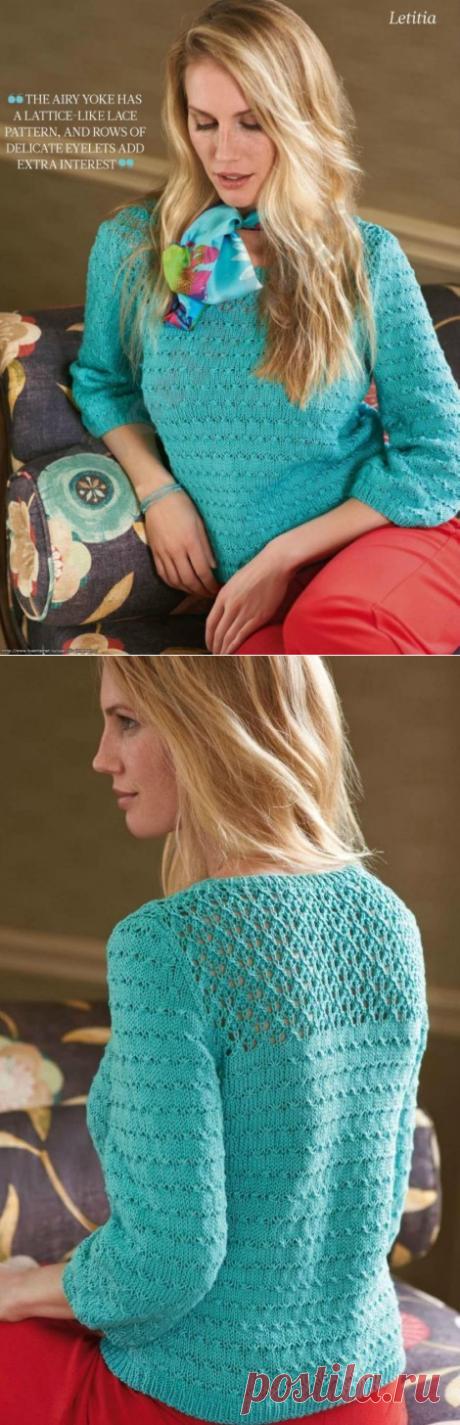 Голубой пуловер.