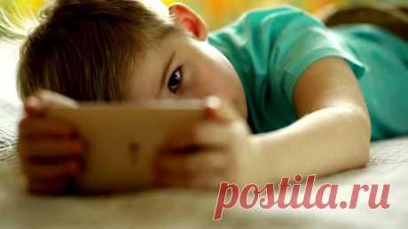«ЗАБЕРИ У ДИТЯ ТЕЛЕФОН» — СТИХОТВОРЕНИЕ ДЛЯ КАЖДОГО РОДИТЕЛЯ Радость детства продли хоть на миг..