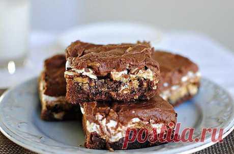 Шоколадные пирожные с орехами и суфле.
