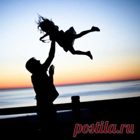Дети первые годы живут в состоянии радости и душевного равновесия, даже без достигнутых целей или побед над собой  Счастье внутри: как перестать гнаться и начать жить – Telegraph