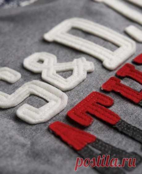 Идеи для украшения свитшоты - Надписи на швейной машине