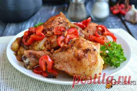 Куриные окорочка с паприкой и чесноком Куриные окорочка с паприкой и чесноком получаются очень вкусными, нежными и ароматными. Подать такую курочку можно с картофелем, кашами, макаронами или же с салатом из свежих овощей. Готовится все просто, попробуйте!
