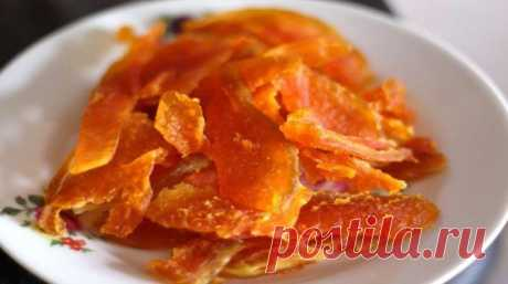 Вяленая тыква, которую невозможно отличить от манго Это уже лакомство! Как только золотая листва начинает осыпаться с веток под ноги прохожим, на рынках появляются красивые фонарики оранжевой тыквы! И выглядят они так волшебно, что непременно хочется что-нибудь из тыквы приготовить. Классическую тыквенную кашу или курицу, запеченную в тыквенном горшо