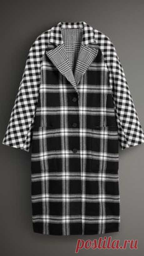 Двустороннее пальто из смесовой шерсти со вставками в клетку с разным рисунком (Черный / Белый) - Для женщин | Burberry