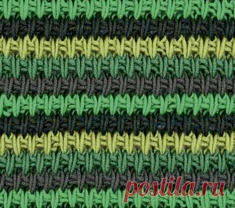 Разноцветный структурный узор спицами Четырехцветный узор со снятыми петлями выглядит очень интересно и необычно.Вязать на четном числе петел