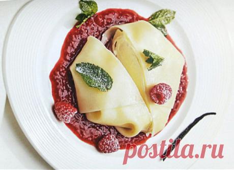 Лето на тарелке - равиоли с малиной из листов для лазаньи | ChocoYamma | Яндекс Дзен  Строго говоря, то, что мы с вами будем готовить сегодня, совсем не похоже на привычные нам равиоли. Но именно так (ravioli ai lamponi) называет это блюдо в меню своего ресторана мой приятель шеф-повар из Флоренции.