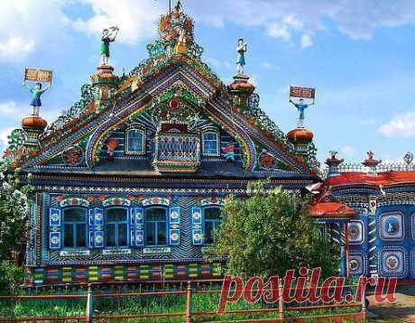 А как вам Дом кузнеца Кириллова, село Кунара, Свердловская область, Россия?