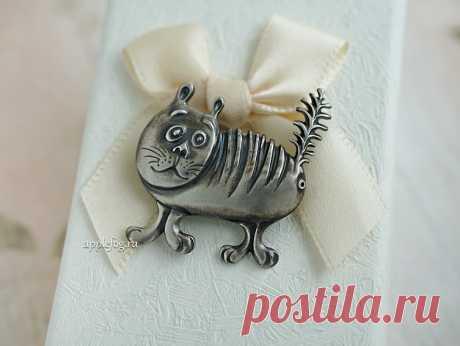 Серебряная брошь Барсик - полосатый котик и хвост трубой!
