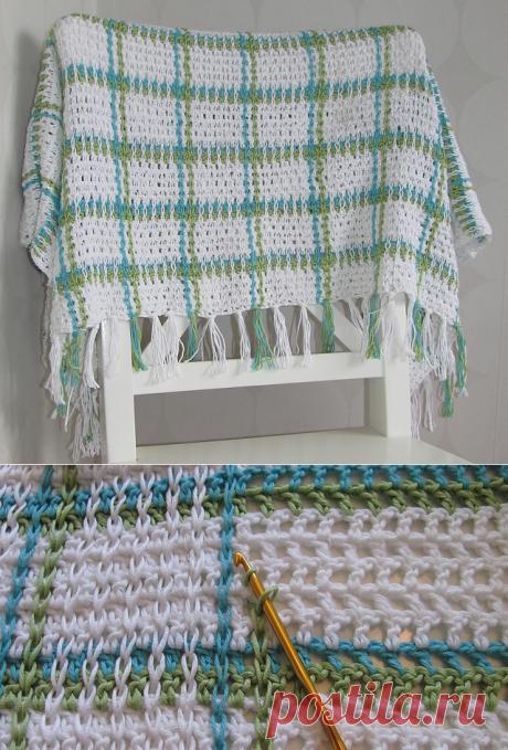 Как украсить вязаное полотно крючком