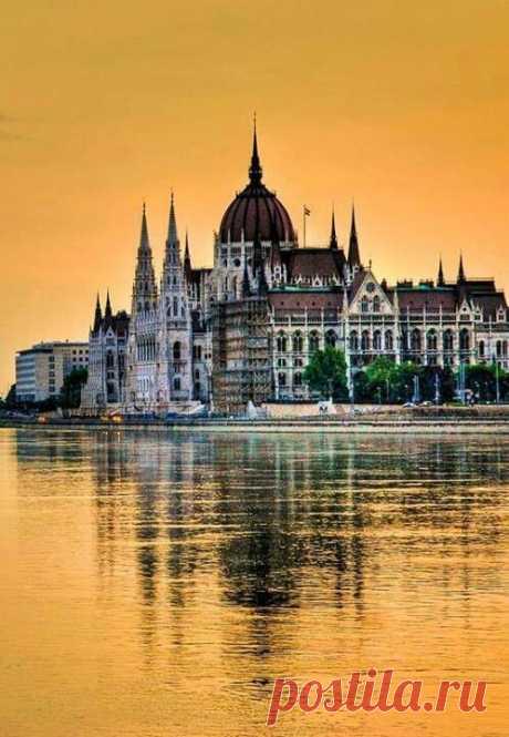 Hungarian Parliament. Amazing architecture. | Tomoko Yagisawa приколол(а) это к доске Europe
