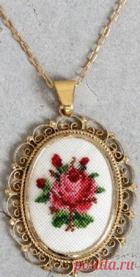 Микро вышивка крестиком на украшениях