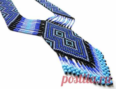 Гердан (гайтан), силянки, плетенка, лесенка - это украшение из бисера в виде узкой ленты, изготовленной из разноцветных бусин, нанизанных на нитку или леску, образующие пестрый геометрический, а порой растительный орнамент. Часто герданы имеют форму петли из сплошной или ажурной полоски разной ширины, которая одевается через голову на шею; концы соединены спереди медальоном https://postila.ru/post/search/q/герданы%20из%20бисера