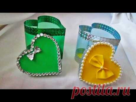 El papel de regalo de la botella de plástico por el día del santo Valentín