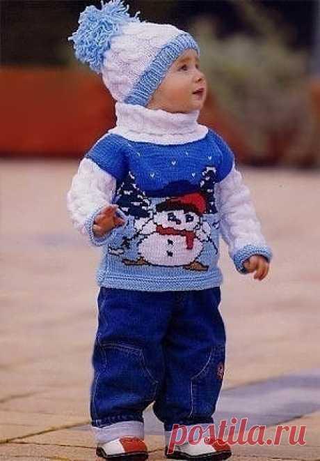 Зимний комплект: свитер и шапочка, вяжем с любовью для самых маленьких Возраст: 1-2 года. Материалы: 250 г пряжи (100 % акрил, 230 м/100 г) – 100 г светло-голубого, 50 г голубого и 150 г белого цвета, остатки пряжи разных цветов. Спицы: №3,5. Плотность вязания: 10 х 10 см = 19 п. х 27 р. Узор и мотив: по схемам.