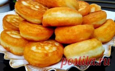 Яблочные оладьи превращаются в настоящие пончики по время жарки. Внутри сплошная начинка