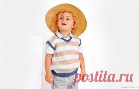 Безрукавка в полоску для мальчика | Вязание спицами для детей Безрукавка для мальчика связана спицами с описанием и выкройкой.  Размеры (возраст): 2 года/4 года/6 лет/8 лет Вам потребуется: по 50/50/100/100 г белой (цв. 100). бежевой (цв. 920) и синей (цв. 901) пряжи MondialCottonSoft (100% хлопка, 180 м/50 г): спицы № 3 и № 3,5; круговые спицы № 3....