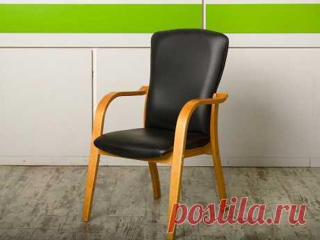 Купить Конференц кресло для переговорной на ножках Кожзам Чёрный Россия (КНКЧ1-17128) – Д-Мебель