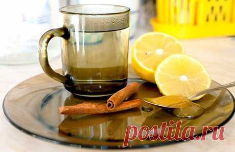 Употребляйте напиток каждое утро и долголетие вам обеспечено - Упражнения и похудение Сохраните рецепт долголетия у себя в закладках! Этот напиток очень полезен для здоровья и способствует снижению веса! Этот напиток рекомендуется пить утром натощак. Он бодрит, очищает организм и укрепляет иммунитет. Что потребуется: молотая корица; мед; лимон; горячая вода. Как готовить: в горячую воду кладем дольку лимона и добавляем молотую корицу. Даем настояться и заодно немного …