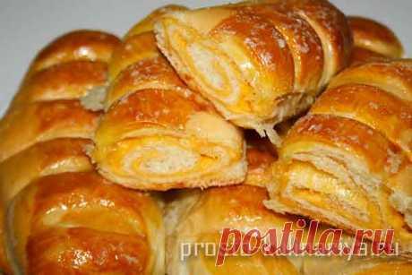Дрожжевые булочки с сыром в духовке - рецепт с фото Как приготовить дрожжевые булочки с сыром в духовке - рецепт с фото пошаговый, подробный, в домашних услових, сыр кладут пластами - вкусно и просто
