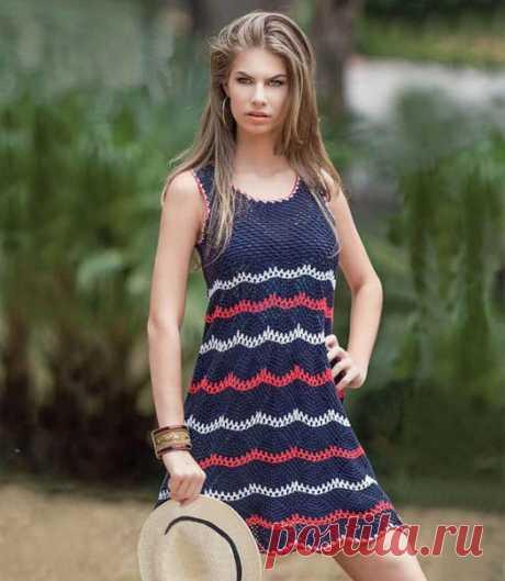Летнее платье: вязание крючком  Стильная модель для модниц отлично подойдет для знойных летних дней. В платье по схеме вязания крючком жарко точно не будет.