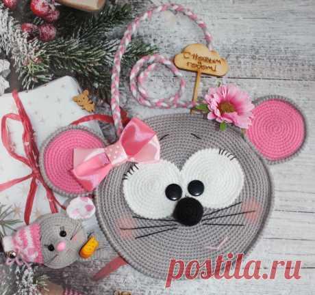 Сумочка мышка. Мышонок. Вязаная игрушка. Амигуруми #сумочкамышка #сумка #мышь #мышонок #мышка #вязанаямышка #вязаныймышонок #вязанаяигрушкакрючком #вязаныймышоноккрючком #амигуруми #амигурумимышонок #амигурумиигрушка #амигурумикрючком #вязаниекрючком #вязание #мастерклассповязаниюкрючком #новогодняяигрушка #новыйгод2020 #игрушкасвоимируками #вашиработы #вашихватики #бесплатное описание