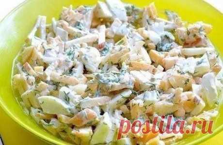 Диетический салат с яблоком и сыром  Итого на 100 грамм 133 ккал Б/Ж/У 8 / 9 / 4  Ингредиенты:  • Яблоки – 200 г • Яйца – 3 шт • Сыр – 100 г • Лук – 1/3 шт • Укроп – 1/2 пучка • Йогурт натуральный – 3 ст.л. • Соль, перец – по вкусу  Приготовление:  Сыр нарезать маленькими кубиками или соломкой. Добавить нарезанное кубиками или соломкой яблоко. Лук очень мелко нарезать. Добавить к салату. Яйца сварить вкрутую, почистить, нарезать кубиками. Добавить к салат...