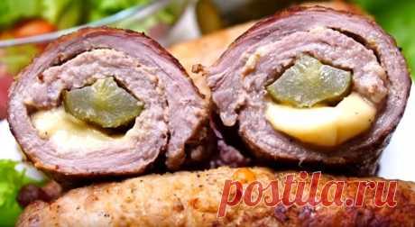 Мясные рулеты с маринованным огурцом и сыром