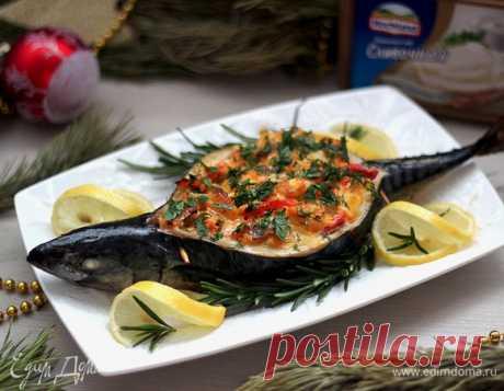 Скумбрия, запеченная с овощами и плавленым сыром. Ингредиенты: скумбрия, лук репчатый, морковь