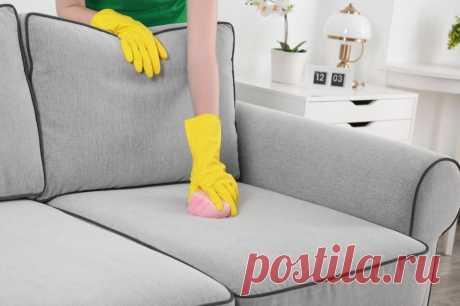 """Диван нужно чистить раз в месяц: как эффективно """"постирать"""" мягкую мебель"""