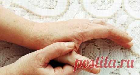 """Как очистить сосуды... - Познавательный сайт ,,1000 мелочей"""" - медиаплатформа МирТесен Многие люди с возрастом начинают испытывать неприятное ощущение, когда по ночам немеют пальцы рук и ног. Зачастую эти признаки свидетельствуют о развитии атеросклероза кровеносных сосудов. Атеросклероз — это одно из самых серьезных сердечных заболеваний, когда стенки сосудов уплотняются, а в местах"""