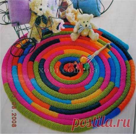 вязаный коврик «удав» для детской комнаты