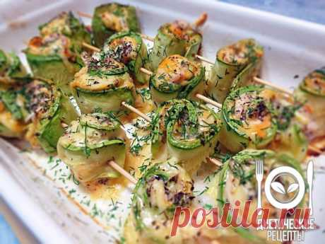 Rolls from a vegetable marrow with chicken\u000aon 100 grams - 48.74 kkalb\/zh\/u - 5.28\/1.33\/3.84 \u000a\u000aIngredients: \u000aVegetable marrows (or zucchini) — 2 pieces.\u000aFillet of chicken breast — 1 piece.\u000aGarlic — 2 cloves; \u000aCheese firm low-fat — 50 g\u000aReady sauce from a paprika (not sharp)\u000aSeveral leaves of a basil\u000aSalt, black ground pepper\u000aOlive oil\u000aFor the recipe thanks to group Dietary recipes \u000a\u000aPreparation: \u000a1. Vegetable marrows to wash up and cut strips approximately 0,5 cm. \u000a2. To lay a baking sheet paper for pastries, razlo...