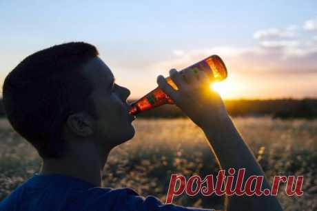Как «убить» запах алкоголя изо рта перед поездкой? Совет, который мы постараемся дать в рамках этого материала, кому-то может показаться странным. Разве можно пить, если садишься за руль? Нет, конечно. Но, как выясняется, бутылочку безалкогольного пива выпить все-таки можно. При этом запах от водителя после ее употребления будет таким же (а может, и сильнее), как и от банки обычного пива.