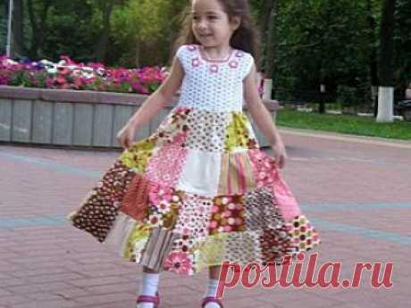 Платья для девочек: лоскутное шитьё + вязание Творить, создавать что-то своими руками всегда интересно и увлекательно, а творить совместно с человеком, близким тебе по духу, – увлекательно вдвойне.