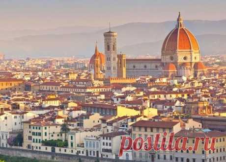 10 самых зрелищных и незабываемых мест в Италии, от которых сердце замирает в груди Есть ли еще место в мире столь же прекрасное, как Италия? Место, где глаз отдыхает, куда бы вы ни перевели взгляд. Страна, в которой можно, не планируя маршрут, ехать просто наугад и гарантировано уви...