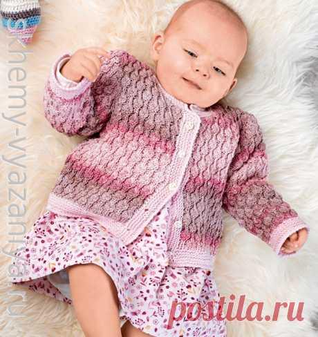 Розовая кофточка с шишечками для девочки до года. Схема вязания спицами и описание.