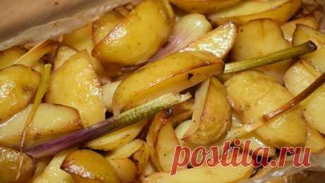 Молодая картошка, запеченная в духовке