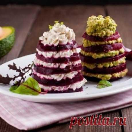 Свекольные ёлочки на Новогодний стол и ещё несколько салатиков)