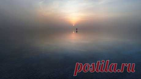 Закат на Эльтоне, Волгоградская область. Автор фото – Юрий Столыпин: nat-geo.ru/photo/user/307929/