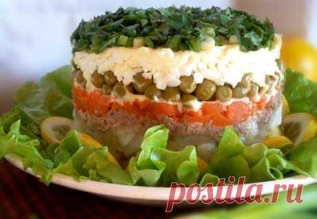 Салат слоями с печенью трески Отличный рецепт приготовления салата слоями из печени трески.