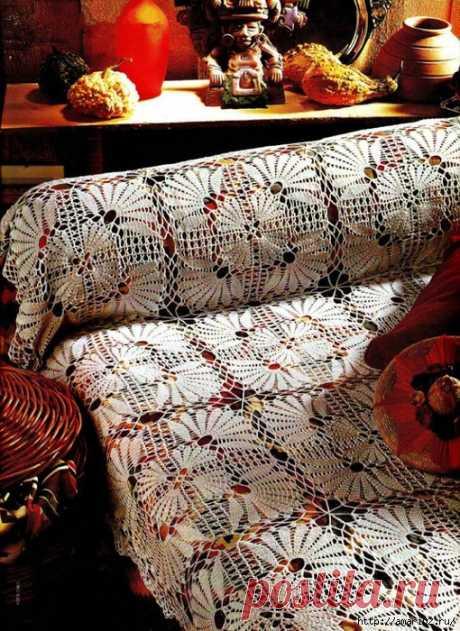 Роскошные вязаные пледы на диван Диваны бывают разными, а вот под нестандартные трудно найти хороший плед или покрывало. Многие шьют их сами, а многие, если владеют техникой вязания, хоть крючком, хоть, спицами, вяжут красивые покрыв…