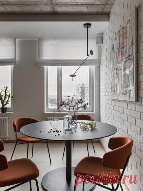 Бетонный потолок и кирпичные перегородки – и вот какой интерьер получился