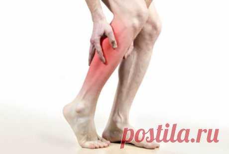 Как мгновенно избавиться от судорог ног одним упражнением Судороги - это внезапное и непроизвольное сокращение одной или нескольких предположительно расслабленных мышц, что делает затронутую часть тела временно недействующей. Наиболее заметным симптомом является острая боль, и ощущение жесткого уплотнения тканей под кожей при касании...