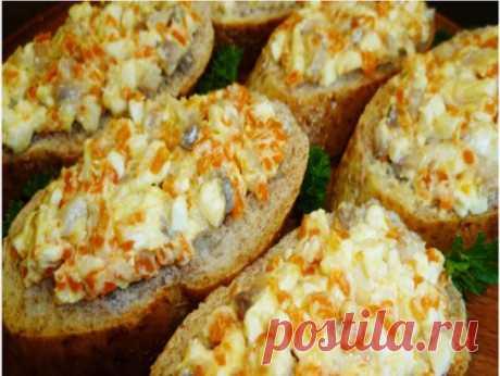 Закуска из селедки и плавленого сыра Ингредиенты: 200 г филе селедки (или 1 целая селедка) 200 г плавленого сы