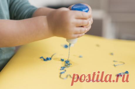 Ребенок рисует на столе | Рядом с детьми | Яндекс Дзен