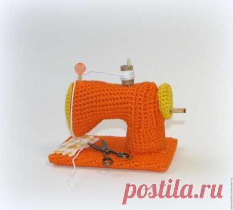 Мастер-класс смотреть онлайн: Вяжем миниатюрную швейную машину | Журнал Ярмарки Мастеров