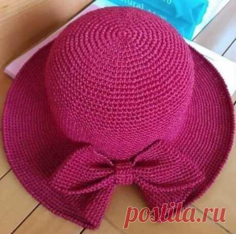 Шляпка с цельновязаным бантом