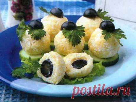 Вкусная закуска с сыром и виноградом   Ингредиенты   Свежий огурец - 1 шт.  Показать полностью…