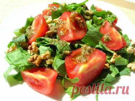 Яркий летний салат с легкой кислинкой и оригинальной заправкой — Кулинарная книга - рецепты с фото